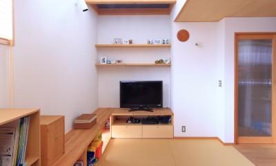 寛ぎの家~家事を楽にこなしてゆとりの時間を楽しむ家~ (リビング畳スペース)