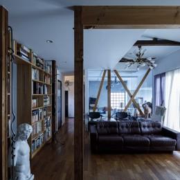SENSUOUS-築50年以上の古さを生かし、デザインと素材にこだわった家づくり (リビング)