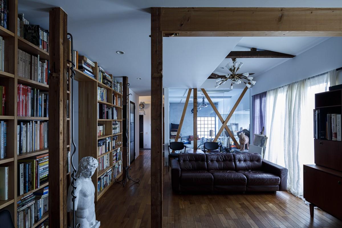 リビングダイニング事例:リビング(SENSUOUS-築50年以上の古さを生かし、デザインと素材にこだわった家づくり)