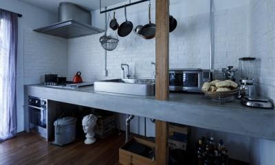 SENSUOUS-築50年以上の古さを生かし、デザインと素材にこだわった家づくり (キッチン)