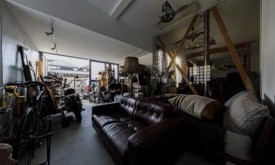 SENSUOUS-築50年以上の古さを生かし、デザインと素材にこだわった家づくり (ガレージ)