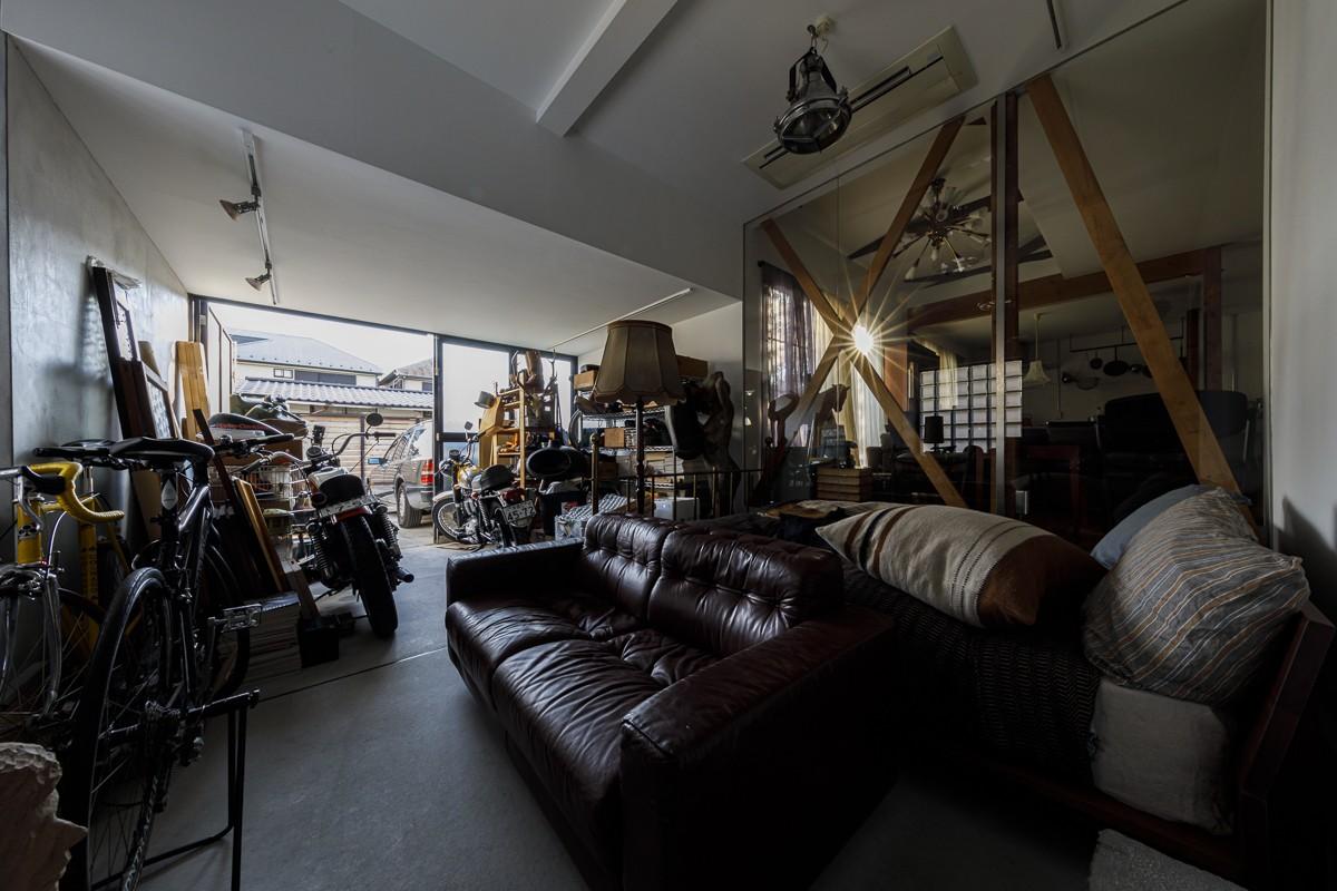 その他事例:ガレージ(SENSUOUS-築50年以上の古さを生かし、デザインと素材にこだわった家づくり)