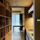 無垢の床とモールテックス仕上げの部屋の写真 好きな素材に囲まれる部屋