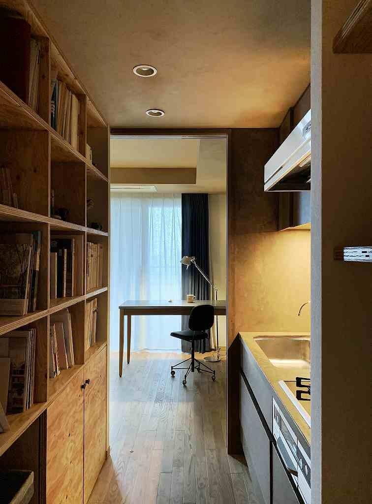 無垢の床とモールテックス仕上げの部屋 (好きな素材に囲まれる部屋)