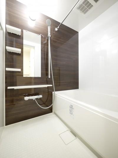 バスルーム (築50年のマンションを住みやすい賃貸ルームに)