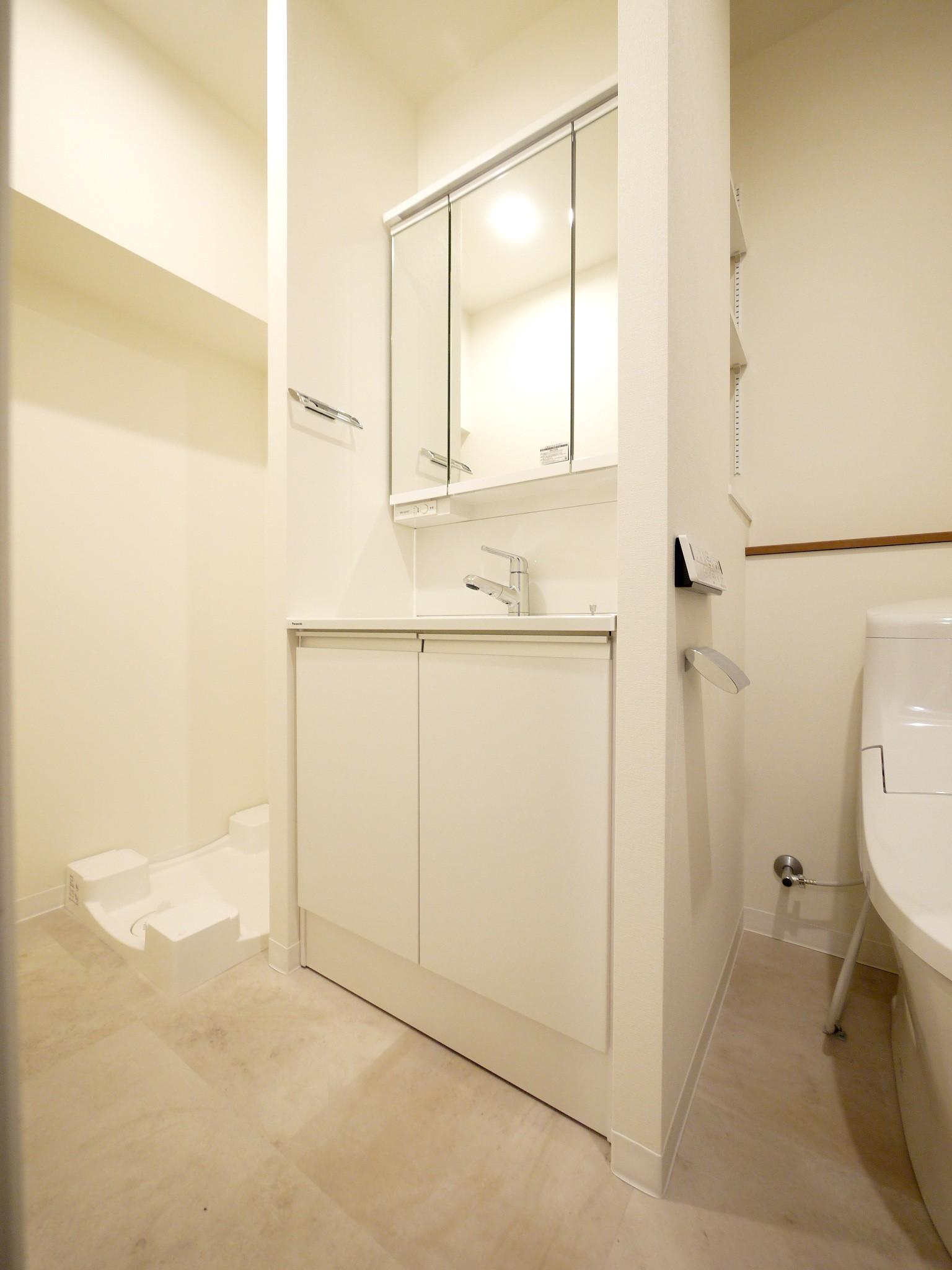 バス/トイレ事例:洗面台と洗濯機置き場(築50年のマンションを住みやすい賃貸ルームに)
