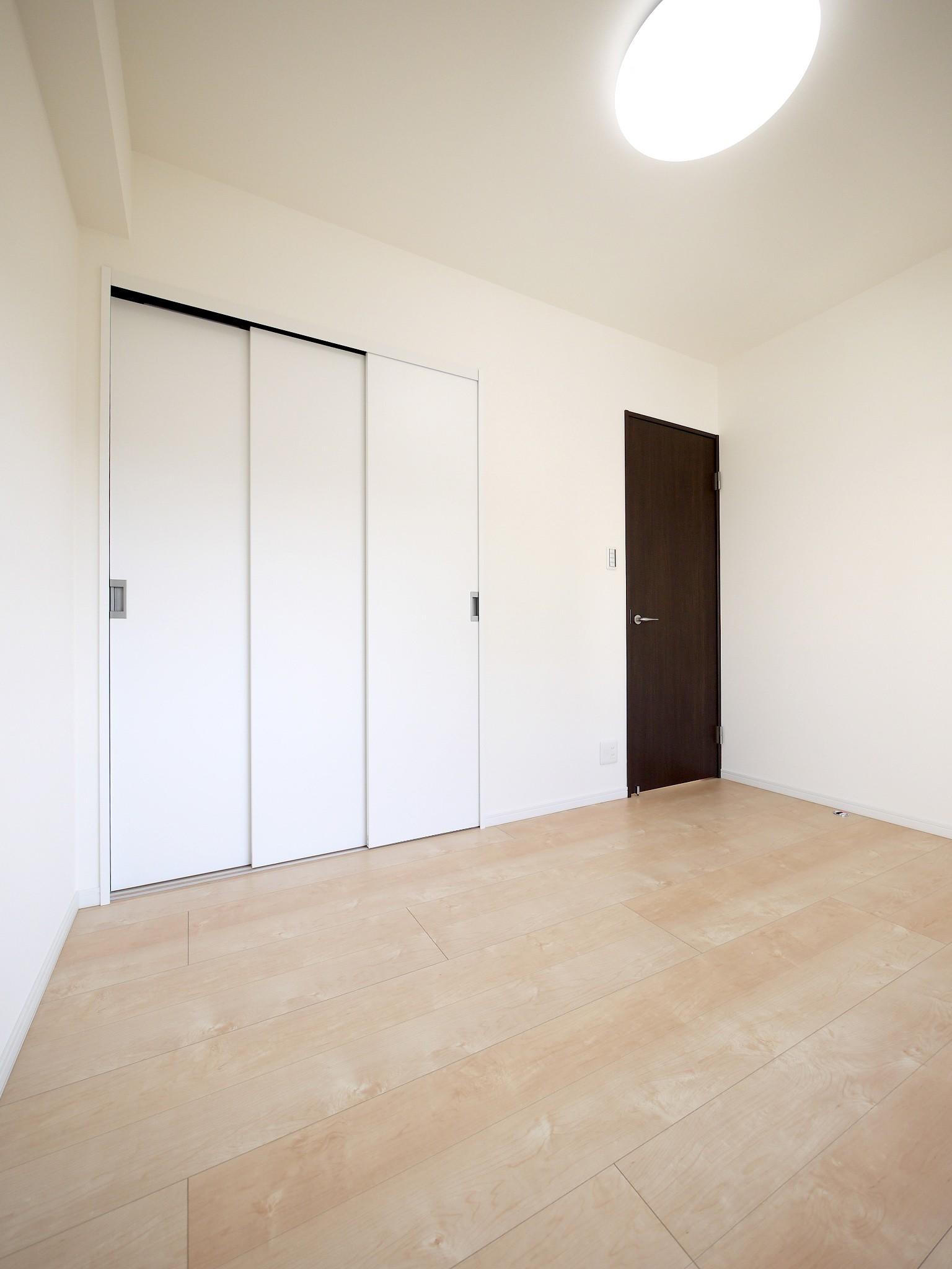 ベッドルーム事例:洋室(築50年のマンションを住みやすい賃貸ルームに)