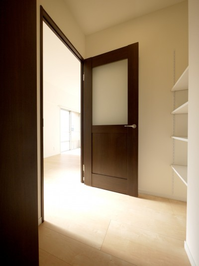 玄関 (築50年のマンションを住みやすい賃貸ルームに)