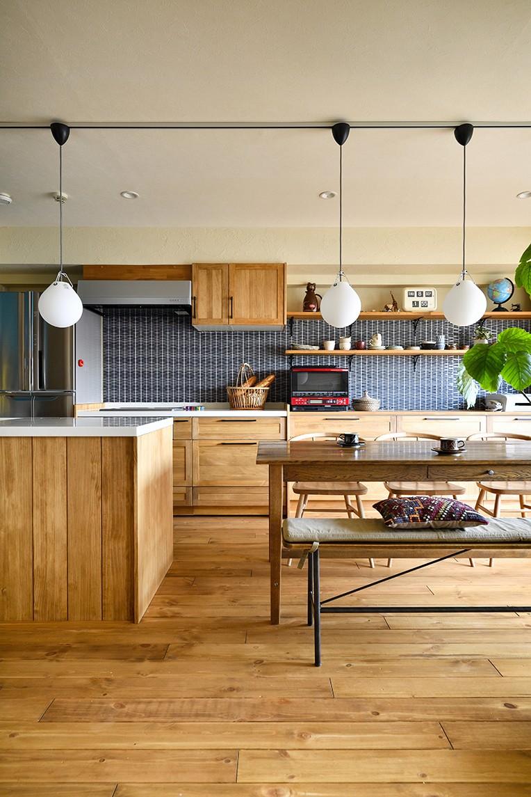キッチン事例:壁面タイルがお洒落なキッチン(子どもの成長とともにフルリノベーション)
