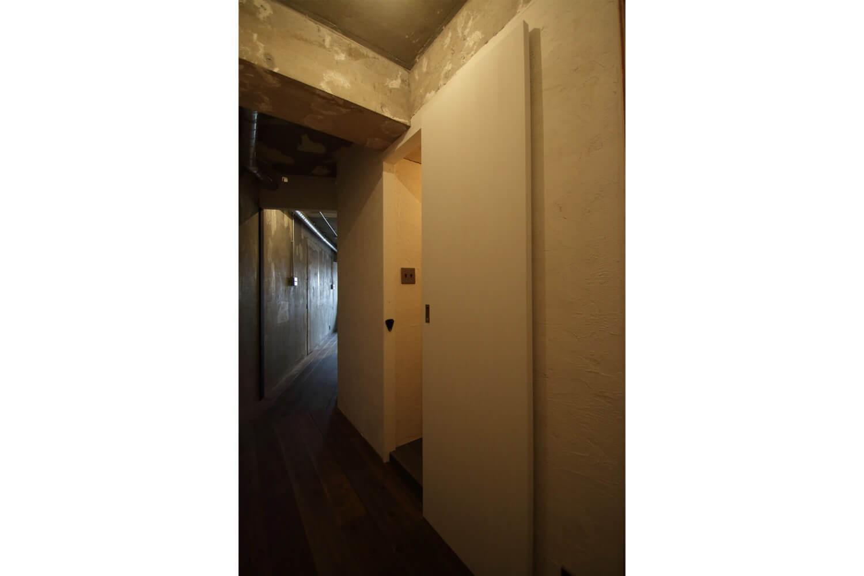 その他事例:廊下(素材で遊ぶ!珪藻土×塗装×木毛セメント。)