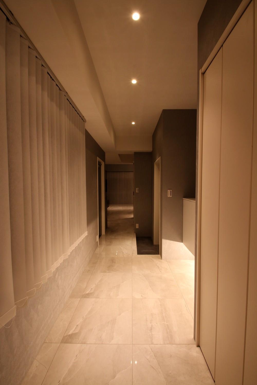 その他事例:廊下(モノトーンカラーをベースにシックで高級感ある空間に)