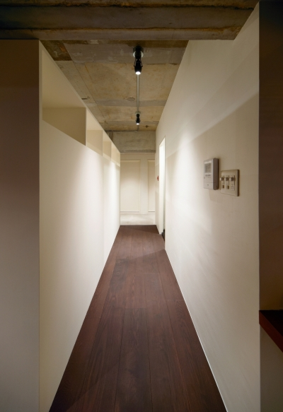 廊下 (rust リノベ×(デザリボ+リブロック)=無骨でおしゃれな空間)