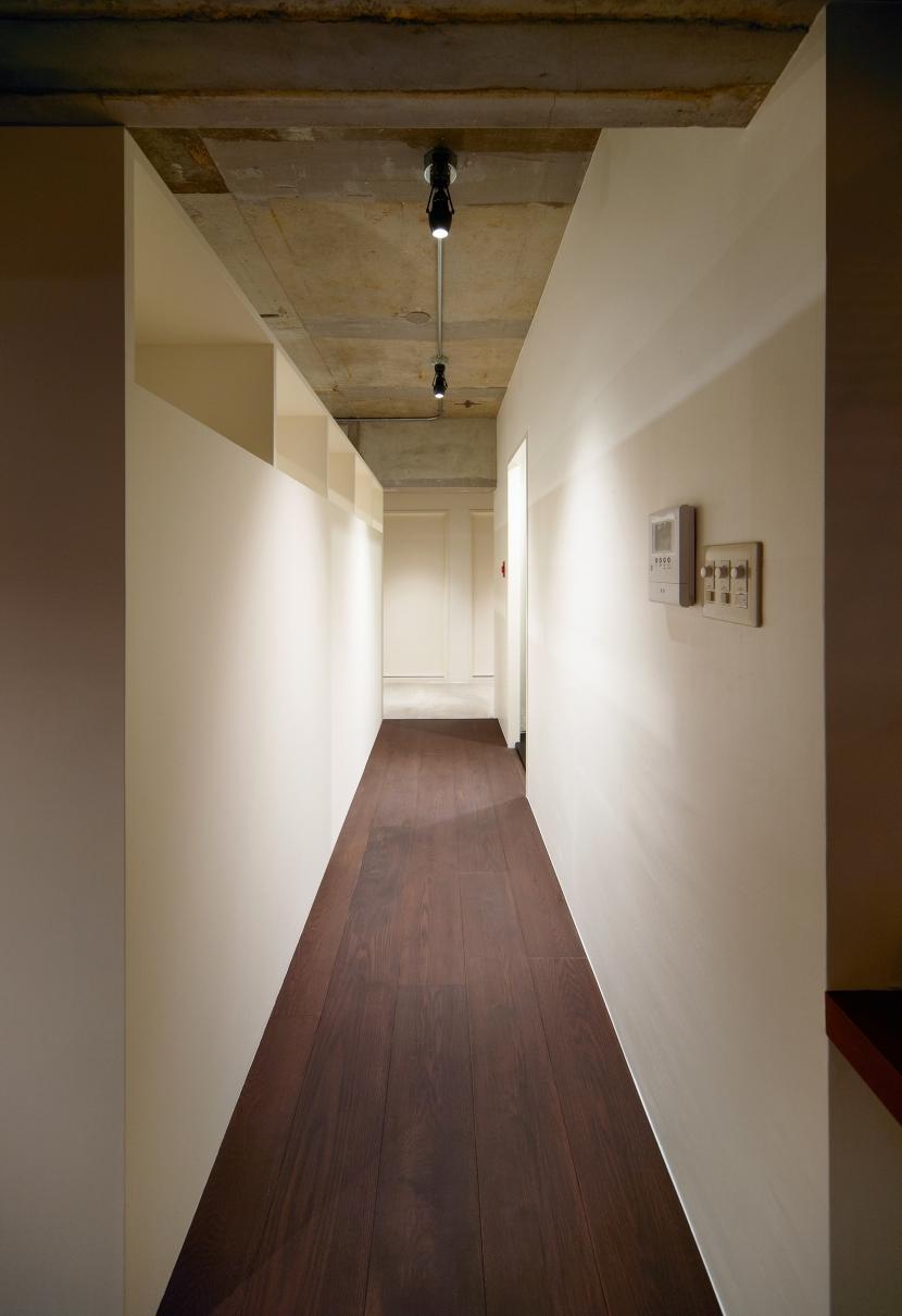 rust リノベ×(デザリボ+リブロック)=無骨でおしゃれな空間の部屋 廊下