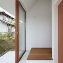 大垣の家 / インナーテラスに囲まれた三角屋根の家の写真 玄関
