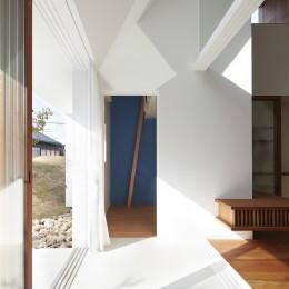 大垣の家 / インナーテラスに囲まれた三角屋根の家 (キッズルーム)