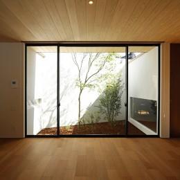 【ikenouchi】塀をくぐると広がる開放感。移り変わる光、美しい景色や木肌が美しい家