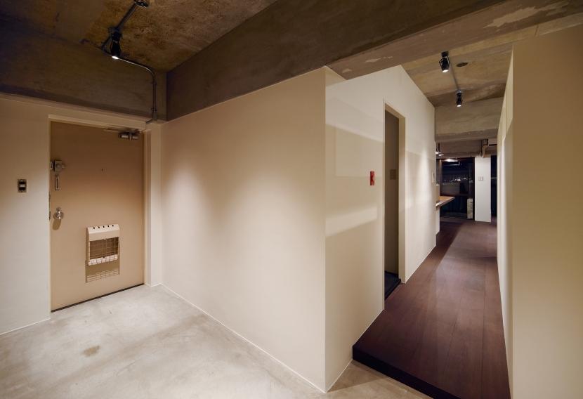 rust リノベ×(デザリボ+リブロック)=無骨でおしゃれな空間の部屋 エントランス