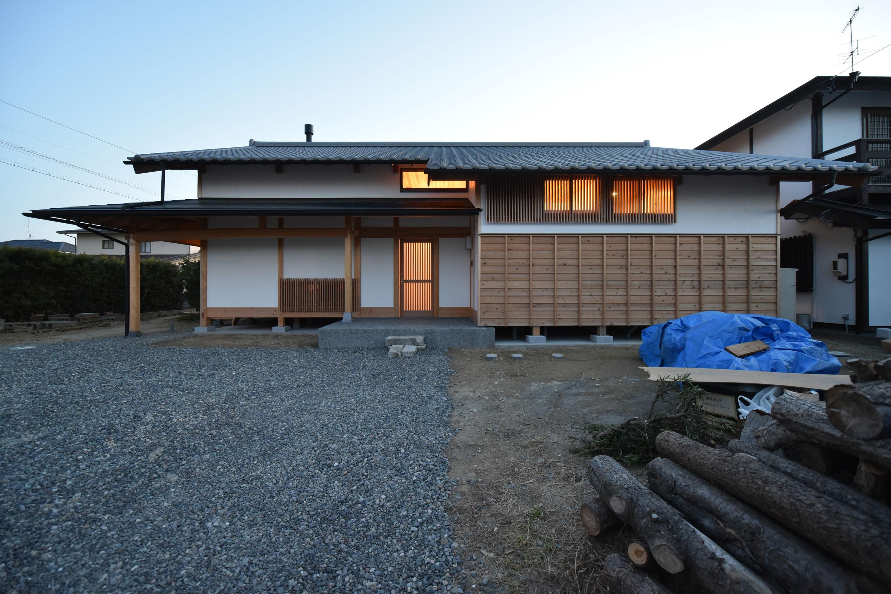外観事例:北側玄関正面(静岡の石場建て)