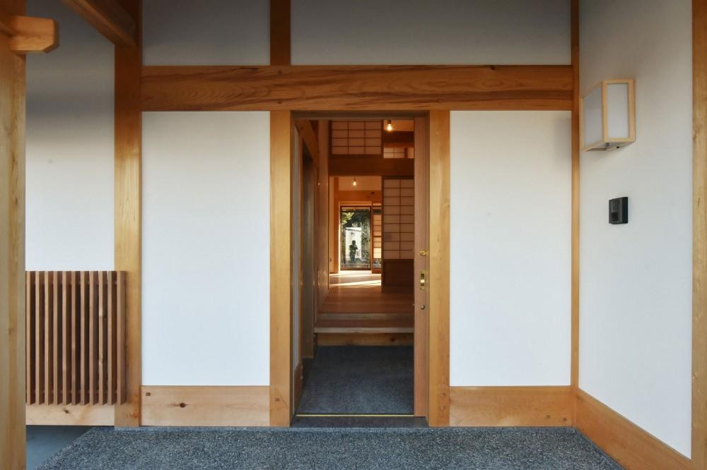 静岡の石場建て (真壁の玄関。)