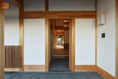 真壁の玄関。 (静岡の石場建て)