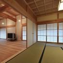 静岡の石場建ての写真 和室から、茶の間を見る