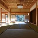 静岡の石場建ての写真 和室から、縁側を見る