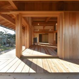 静岡の石場建て (木製建具と濡縁)