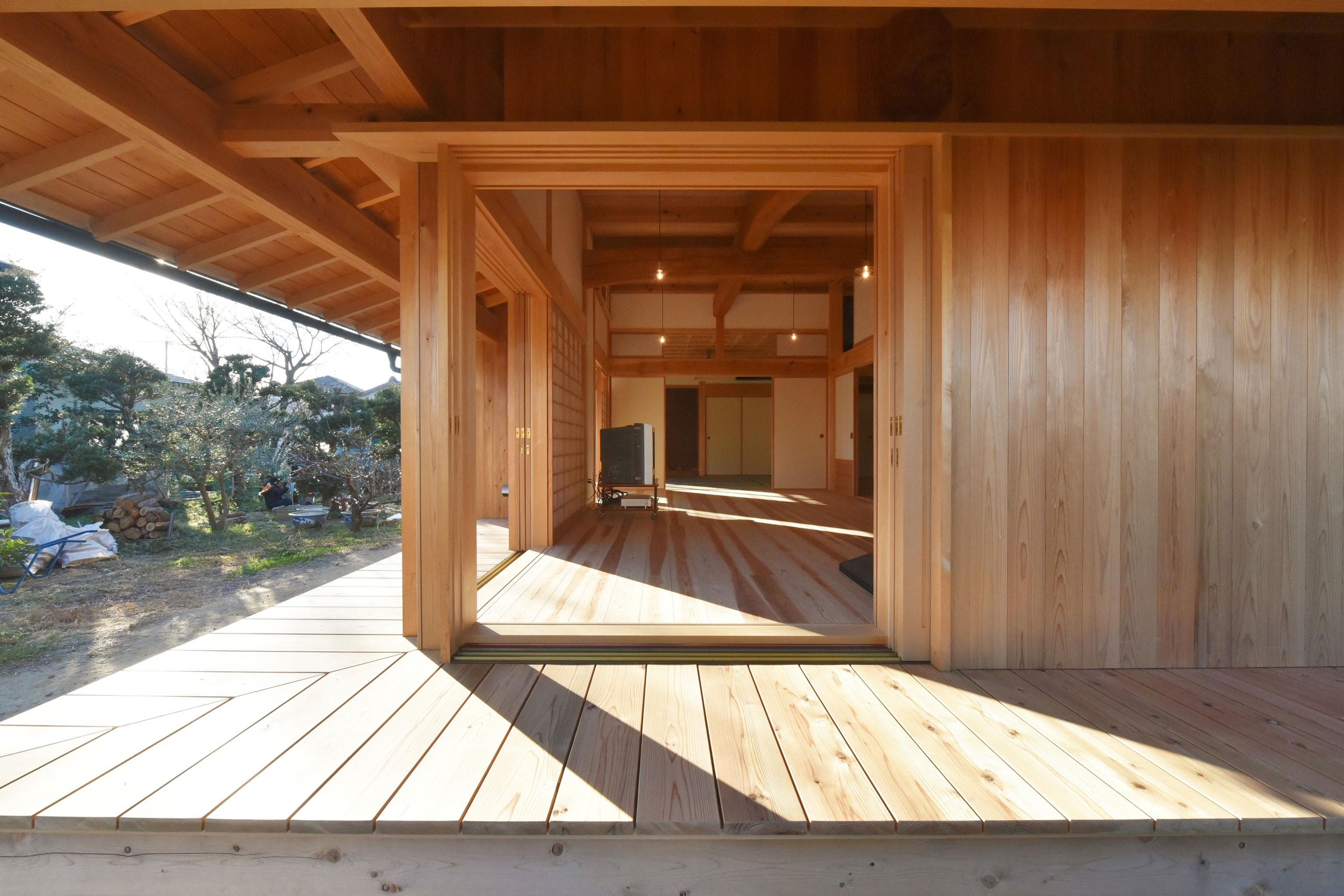 アウトドア事例:木製建具と濡縁(静岡の石場建て)
