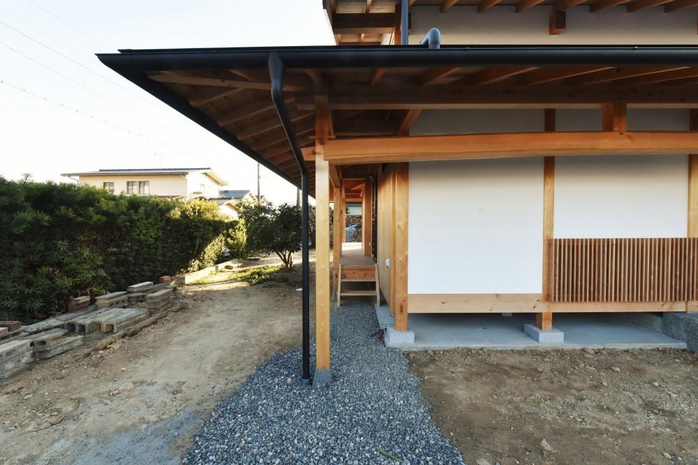 静岡の石場建て (玄関脇の土縁)