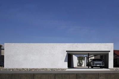【ichinokuta】無駄のない美空間が広がる平屋のコートハウス (外観)