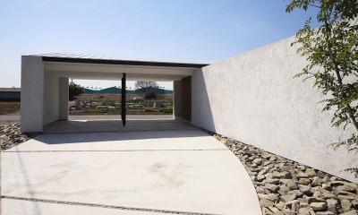 【ichinokuta】無駄のない美空間が広がる平屋のコートハウス (ガレージ)