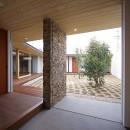 【ichinokuta】無駄のない美空間が広がる平屋のコートハウスの写真 玄関