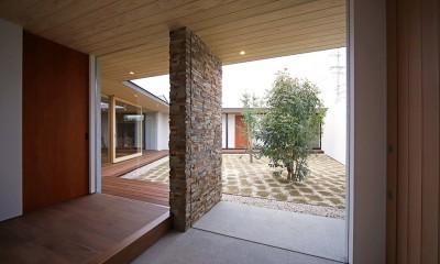 玄関|【ichinokuta】無駄のない美空間が広がる平屋のコートハウス