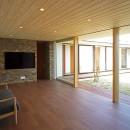 【ichinokuta】無駄のない美空間が広がる平屋のコートハウスの写真 リビング
