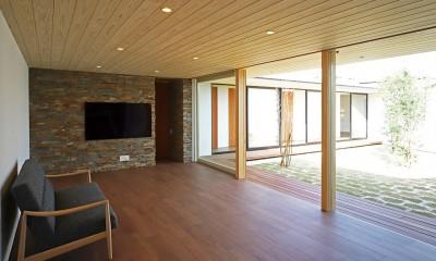 リビング|【ichinokuta】無駄のない美空間が広がる平屋のコートハウス