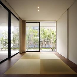 【ama】美しいデザインを突き詰めた街中で異彩を放つ家 (客間)