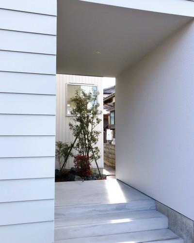 玄関ポーチ (静穏の家)