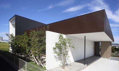 外観|【ama】美しいデザインを突き詰めた街中で異彩を放つ家