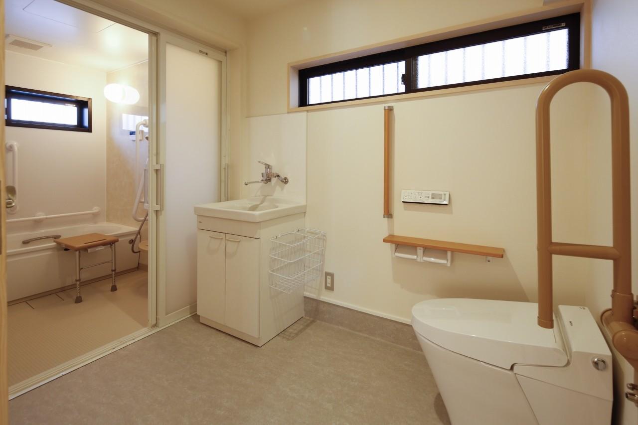 バス/トイレ事例:バリアフリートイレ・浴室(グループホームひなぎく)