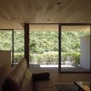 【seto】自然に囲まれたL字の平屋の写真 リビング