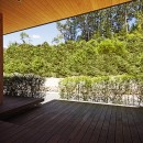 【seto】自然に囲まれたL字の平屋の写真 庭