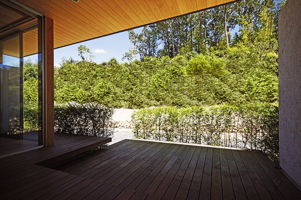 【seto】自然に囲まれたL字の平屋 (庭)
