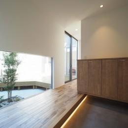 玄関 (須賀崎の家  ロの字のコートハウス)