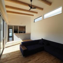 須賀崎の家  ロの字のコートハウス (リビング)
