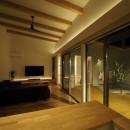 須賀崎の家  ロの字のコートハウスの写真 リビングダイニング
