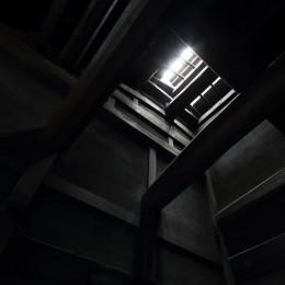 玄関上部天窓 (小浜の民家再生)