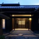 飯盛の民家 [軸組再生の住まい]の写真 外観夕景