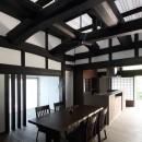 飯盛の民家 [軸組再生の住まい]の写真 食堂台所