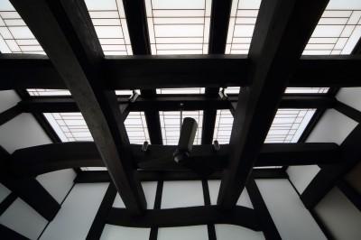 飯盛の民家 [軸組再生の住まい] (食堂天井)
