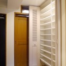 吉野杉の家 (マンションリノベーション)の写真 玄関収納